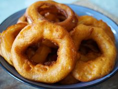 Gli Onion Rings i famosi anelli di cipolla pastellati e fritti. Ottimi croccanti esono un ottimo contorno per i vostri Hamburger