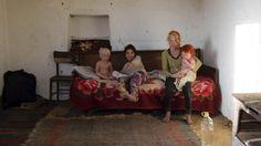 """""""Nous avons donné notre enfant. Nous n'avons pas pris d'argent. Nous n'avions pas assez pour la nourrir"""", a expliqué à l'agence de presse BGNES cette petite femme mince au teint mat, aux yeux foncés et aux cheveux bruns. La télévision a montré des enfants du couple dans le ghetto tsigane misérable de Nikolaevo"""