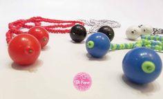 Tia Keko collar NUDO, una tira de pequeños abalorios que acaban en un bola grande. Combinamos colores y hay mil formas de ponerselo.
