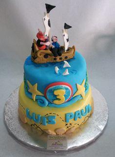 A Luis Paul le encantan las aventuras de piratas, pero también quería una tarta de Peppapig. Por ello, la petición ha sido literalmente: ¡Peppapig pirata! El modelado es 100% fondant, 100% comestible.¡ …Si no te da pena comértelo! ¿Le gustan a tu niño los piratas? ¡Regala una tarta en fondant llena de color y emoción! ¡Llámanos al 616849394 y haremos esa tarta realidad! ¡Tenemos el mejor precio de Málaga! www.depaulapasteleria.blogspot.com www.tartasmalaga.net