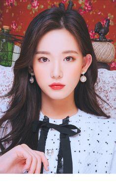 Cute Girl Pic, Cute Girls, Ulzzang Makeup, Korean Eye Makeup, Ulzzang Korean Girl, Swarovski Pearls, Kawaii Girl, Female Portrait, Beautiful Asian Girls