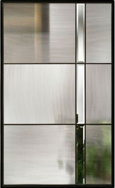 Interior Design Trends for a modern, sophisticated home: Fluted and reeded glass Geriffeltes Glasfenster mit schwarzem Rahmen, Mid Century Modern Stained glass inspired. Door Design, Wall Design, Interior Design Trends, Interior Modern, Reeded Glass, Glass Cabinet Doors, Glass Doors, Modern Glass, Modern Stained Glass