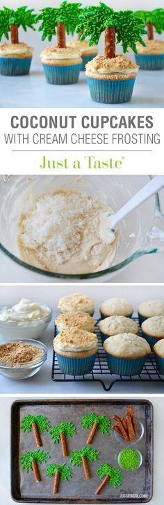 Cupcakes de coco con glaseado de queso crema, preciosos. #FiestaHawaiana