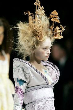 Gemma Ward for Philip Treacy Hat for Alexander McQueen Fashion Show, Spring/Summer 2005