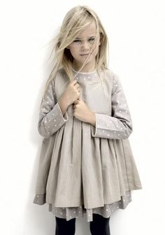 Moda Infantil y mas: - Labube - Otoño-Invierno -I want this in adult size Fashion Kids, Little Girl Fashion, Little Girl Dresses, Look Fashion, Girls Dresses, Toddler Fashion, Little Fashionista, Stylish Kids, Kid Styles