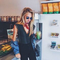Green juice pra começar a semana com menos peso na consciência por ter jacado no feriado 🙈 Love it or hate it? 🍃🍋🍏 #fashionbreak #morning #bomdia #breakfast #green #juice #romeestrijd #healthy #life #love #fashion #moda #estilo #style #streetstyle