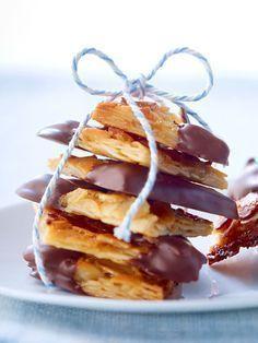 Mandel-Florentiner mit Schokolade Almond Florentine with chocolate baking easy No Bake Chocolate Desserts, Cookie Desserts, No Bake Desserts, Easy Desserts, Cookie Recipes, Dessert Recipes, Almond Chocolate, Dessert Simple, Banana Split