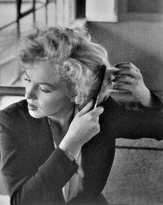 Marilyn by Jock Carroll in Niagara in 1952.