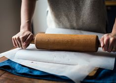 Nepečený tříbarevný bezlepkový dort | P&G foodies Rolling Pin, Foodies, Rolls, Buns, Bread Rolls