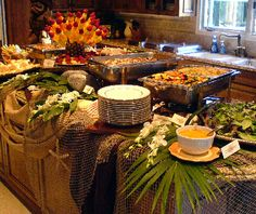 TONS of amazing party idea for kids & grown-ups! Buffet Table Settings, Buffet Set, Party Buffet, Buffet Ideas, Dinner Party Table, Food Buffet, Hawaiian Luau Food, Hawaiian Parties, Hawaiian Theme