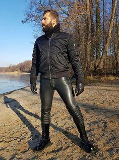 Mens Leather Pants, Tight Leather Pants, Leather Gloves, Pvc Trousers, Trouser Jeans, Leather Fashion, Mens Fashion, Leder Outfits, Mens Gloves