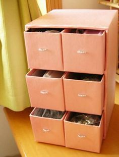 27 things you can recycle and give them a double use in your home - Turn cardboard boxes into a practical organizer for clothes, shoes, makeup or toys lined with color - Cardboard Furniture, Cardboard Crafts, Diy Furniture, Cardboard Boxes, Diy Karton, Diy Storage Boxes, Easy Christmas Crafts, Diy Curtains, Diy Box