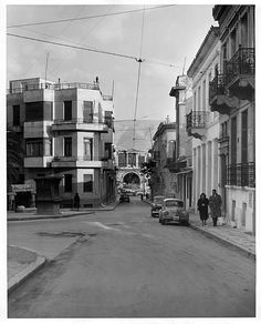 Athens, fun, Plaka in 1950 photo j. Greece History, Greece Pictures, Architecture People, Yesterday And Today, Neoclassical, Vintage Pictures, Greek, Villa, Cinema