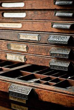 Printer Letter Storage. El mueble de los tipos con cajas de letras.