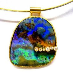 Pendant with wonderful opale and diamonds in yellow gold 18 kts by Gemma López www.gemmalopez.com