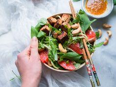 Raikas verigreippi-tofu-kurkkunuudelisalaatti (V, GF)