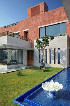 Ajay Patel Residence | Dipen Gada & Associates Hall Interior Design, Hall Design, Modern Exterior, Exterior Design, Kota Stone Flooring, Indian Home Design, Stone Facade, Brick Architecture, Courtyard House