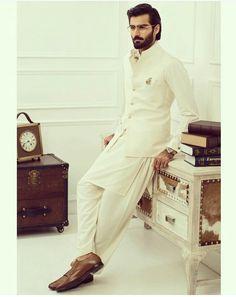 Pakistani menswear shalwar kameez by Ismail Farid.
