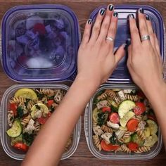 Meal Prep Garlic Chicken and Veggie pasta - Mittagessen Rezept Health Meal Prep, Easy Healthy Meal Prep, Healthy Meals To Cook, Easy Healthy Recipes, Healthy Food, Lunch Meal Prep, Meal Prep Bowls, Meal Prep For Work, Clean Recipes