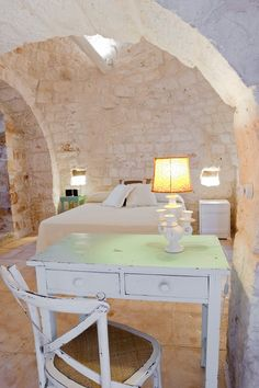 Masseria Cervarolo (eng - ita) eng - Masseria Cervarolo is a manor farm with trulli, erected in the century, on a 250 m hill which dominates a. Rustic Chic, Shabby Chic, Italian Home, Old World Style, Tuscan Style, Stone Houses, Interiores Design, My Dream Home, Interior Architecture