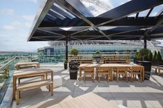 A landmark hotel at Wembley Stadium, Hilton is within easy reach of London's West End. Modern meeting space, indoor pool, Sky Bar, sauna and steam rooms. Hilton Hotels, Hotels And Resorts, Sky Bar, Wembley Stadium, Uk Images, Landmark Hotel, Rooftop Bar, Beautiful Hotels, Cafe Bar