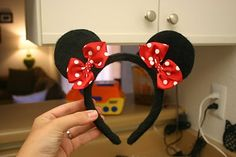 Make your own minnie mouse ears Disney Diy, Diy Disney Ears, Disney Mouse Ears, Mickey Minnie Mouse, Mickey Ears, Disney Crafts, Disney Ideas, Disneyland, Minnie Mouse Headband