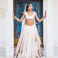This Bridal #lehenga just brings a smile to our faces Lehenga by @anitadongre #lehenga #jewelry #bridal #bangles #indian