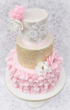 Ruffle lace and sequin wedding cake Wedding Cake Images, Beautiful Wedding Cakes, Gorgeous Cakes, Amazing Cakes, Bolo Laura, Cake Models, Ruffle Cake, Ruffles, Wedding Cakes With Cupcakes