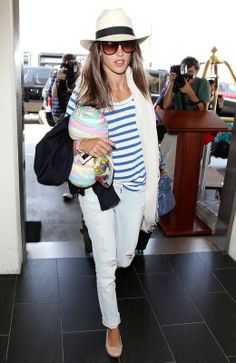 Alessandra Ambrosio na lotnisku w Los Angeles, fot. East News All White Outfit, White Outfits, Cool Outfits, Casual Outfits, Fedora Hat Women, Lily Collins, Alessandra Ambrosio, Olivia Palermo, Kate Moss