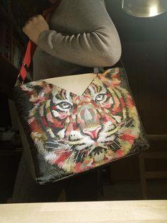Sac Mambo en jacquard illustré tigre cousu par Julie - Patron Sacôtin