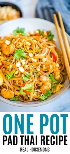 One Pot Pad Thai Pad Thai is a one-pot dish made with flat rice noodles, chicken or shrimp, bean sprouts, and a sweet-savory sauce. It's healthy and easy to make! Flat Rice Noodles Recipe, Healthy Rice Noodles, Pad Thai Rice Noodles, Rice Noodle Recipes, Shrimp Rice Noodles, One Pot Dishes, One Pot Meals, Easy Meals, One Pot Pad Thai Recipe