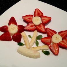Creation with strawberries & bananas! Yummy morning or afternoon tea
