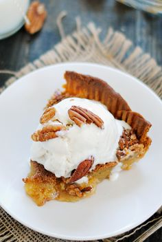 Pecan Pie | www.somethingswanky.com (Scroll down for recipe)