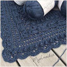 My new yarn crush: Sandnes Alpakka silke from @favoritgarner Super soft and very delicate . My nya garn-förälskelse: Sandnes Alpakka Silke från @favoritgarner Sååå mjukt och vackert garn . #mijocrochet #favoritgarner #sandnesgarn #sandnesalpakkasilke #lostintimeshawl #crochetshawl #virkadsjal