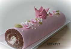 never thought to fondant a cake roll. Pretty Cakes, Beautiful Cakes, Amazing Cakes, Fondant Cakes, Cupcake Cakes, Shoe Cakes, Cake Icing, Chocolate Roll, Chocolate Cake