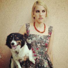 Lookeada de Margot Tenembaum con mi inseparable perrita Alexa, toda en Vintage. y collar de Boix.