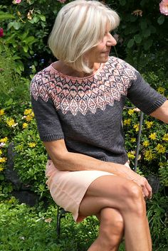 Ravelry: Jamila pattern by Heidemarie Kaiser Fair Isle Knitting Patterns, Fair Isle Pattern, Sweater Knitting Patterns, Knit Patterns, Hand Knitting, Knitting Designs, Icelandic Sweaters, Knit In The Round, Finger Weights