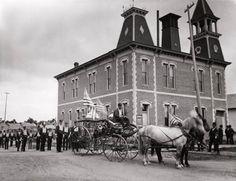 Early fire brigade Past, Louvre, Fire, Building, Travel, Vintage, Past Tense, Viajes, Buildings