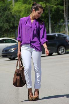 Purple blouse, white jeans, and leopard pumps. Purple Shirt Outfits, Lila Outfits, Leopard Outfits, Outfits Mujer, Purple Blouse, Casual Outfits, Cute Outfits, Fashion Outfits, Sheer Blouse