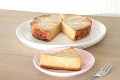Eenerg lekkere frisse cake met een honing-kokos glaze (glazuur), die ookheel goed smaakt in combinatie met een lekkere dikke klodder opgeklopte kokosroom (metwat geraspte citroenschil). Ingredië…