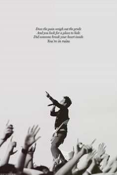 Billie Joe Armstrong / Green Day I want to see this in concert! It now on my bucket list. #21guns #greenday