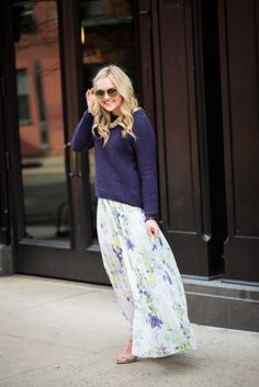 Style: Dressing Up & Down Floral Skirts – Best Fashion Advice of All Time Navy Maxi Skirts, Floral Maxi, Floral Skirts, Fashion Lighting, Modest Fashion, Women's Fashion, Spring Summer Fashion, Spring Style, Boutique Clothing