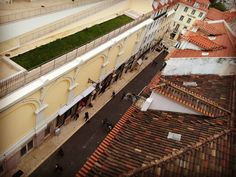 Viagens na Minha Terra #lisboa #lisbon #lisboalive #portugal #lisboapt #igerslisboa #lisbonlovers #bnw_captures #bnw #igersportugal #bnw_life #ilovelisboa #streetphoto_bw #urbanromantix #blackandwhitephotography #igerslx #streetphotography #iloveportugal #bwoftheday #lisboa_photos #wu_portugal #pt_bnw_captions #ig_portugal #ig_lisboa #p3top #portugal_de_sonho #visualofstreet #lisboacool #portugaldenorteasul #05jan16