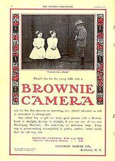 Kodak Brownie advert (1900)  Hace unos días el diccionario inglés Oxford anunció  que la palabra del año 2013 sería  selfie: una fotografía que uno toma de sí mismo, habitualmente con un smartphone o webcam y que la sube a las redes sociales.  Vamos a ver algunos de esos primeros autorretratos de la historia de la fotografía (1839), su origen y algunas curiosidades.
