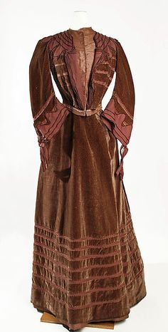 Dress Designer: Jeanne Hallée Date: 1902–3 Culture: French Medium: silk, wool Accession Number: C.I.39.13.31a, b