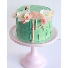 Prettiest flamingo cake! #flamingocake #flamingo #birthdaycake #birthday #fashionista #waferpaper ...