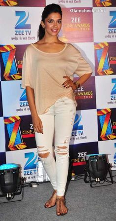 Deepika Padukone Sports Distressed Jeans at the Zee Cine Awards 2013 press conference Western Dresses, Western Wear, Indian Film Actress, Indian Actresses, Deepika Padukone Style, Beautiful Bollywood Actress, Ripped Denim, Indian Celebrities, Bollywood Stars