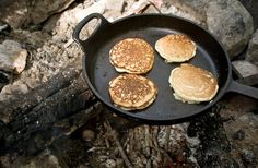 Guinness Pancakes 19 Easy Breakfasts For Your Next Camping Trip Easy Camping Breakfast, Campfire Breakfast, Breakfast Burger, Campfire Food, Breakfast Bake, Breakfast Recipes, Dutch Oven Cooking, Dutch Oven Recipes, Dutch Ovens