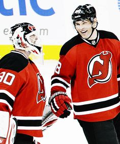 Martin Brodeur and Jaromir Jagr reminiscing together about dinosaurs and rotary phones and stuff. <--- ahahahaha omg yes Hockey Goalie, Hockey Players, Boston Bruins Goalies, Martin Brodeur, Haha Funny, Funny Shit, Nhl News, New Jersey Devils, My Boys