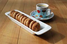 Gyorsan elkészíthető keksz. Fahéjimádóknak kötelező! A tálaló tálka a SütniFőzni webáruházból ... Sweet Cakes, Cookie Recipes, Fondant, Cinnamon, Biscuits, Muffin, Sweets, Cookies, Baking